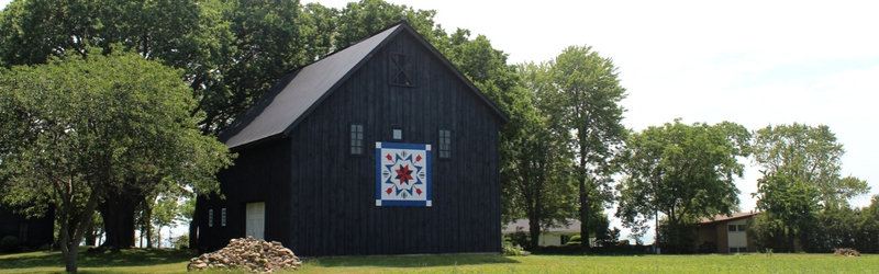 Brown barn with barn quilt art