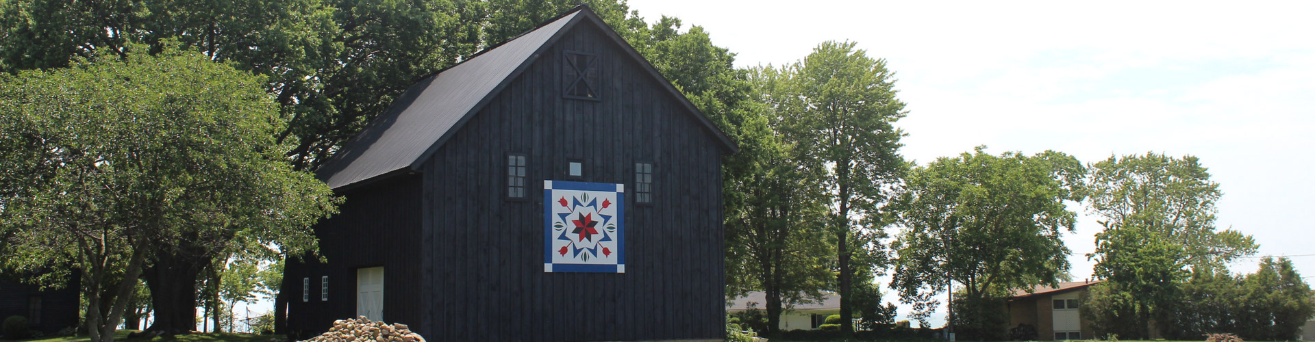 Red barn with barn quilt square on the side