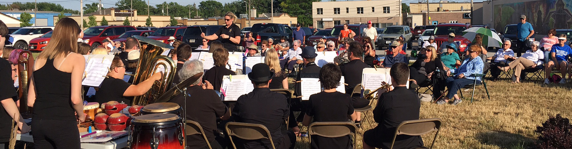 Large band plays at pubic park